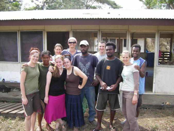 Mi wetem wan bigfella group blong mi long Lambubu, Vanuatu 2006. Yumi wan bigfella familie!